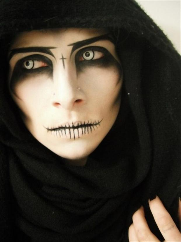Amazing Halloween Face Paintings  40 Pics - Simple Halloween Makeup For Guys
