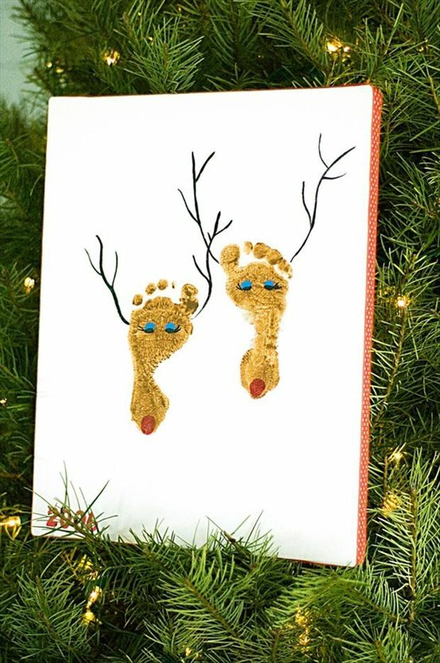 Christmas crafts feet painting reindeer dump a day for Baby feet decoration