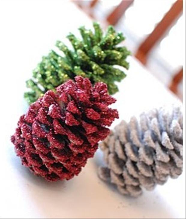 Christmas crafts pine cone ideas dump a day Homemade christmas decorations using pine cones
