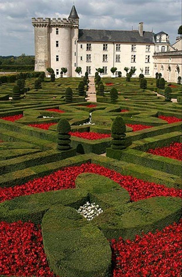 Chateau villandry loire valley france dump a day for Chateaux in france to stay