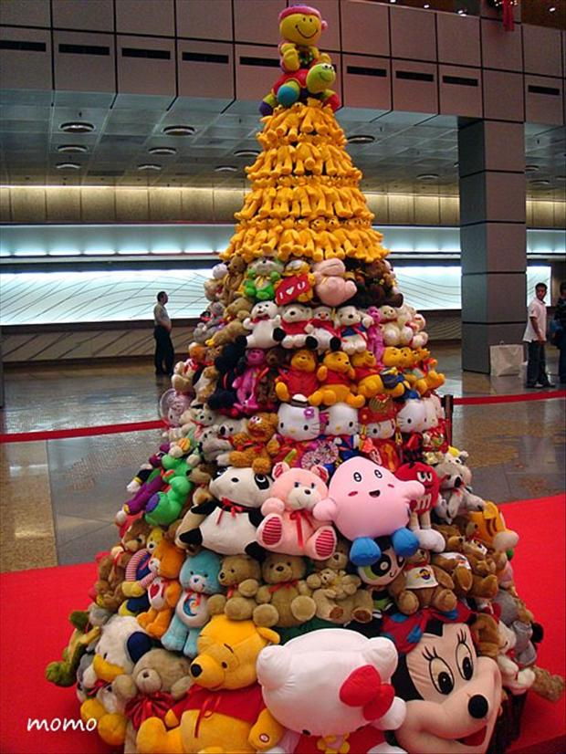 Christmas Tree With Toys : Unusual christmas trees stuffed toy dump a day