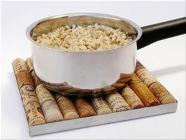 1 wine cork hot pan holder