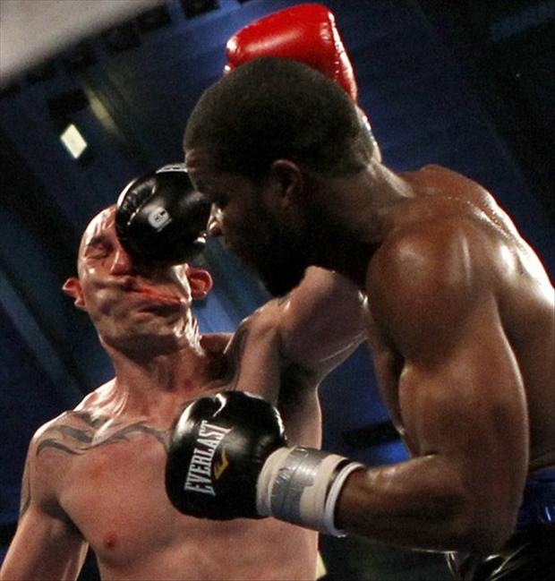 4 perfectly timed pictures, boxer getting punched in the face