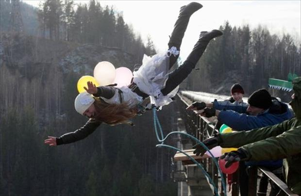 5 perfectly timed pictures, bungee jumping