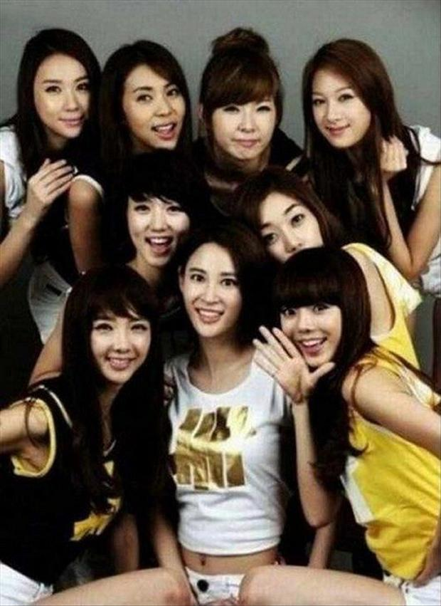 funny optical illusions, group of chinese girls