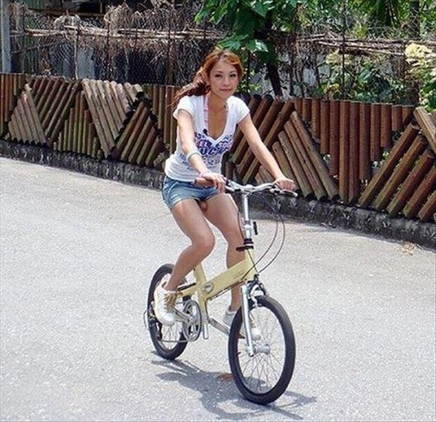 optical illusions, woman riding a bike has penis