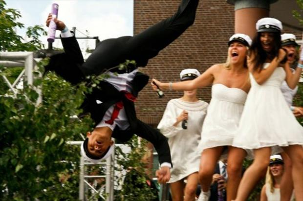 perfectly timed photos, funny wedding pictures