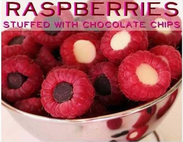 rasberries stuffed with chocolate chips