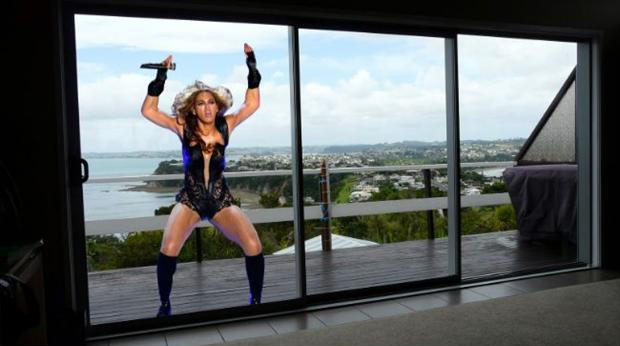 a beyonce super bowl pictures meme, window
