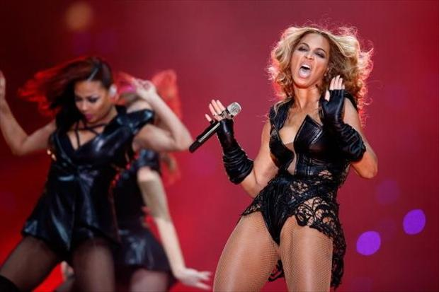 funny-beyonce-pictures-at-the-super-bowl