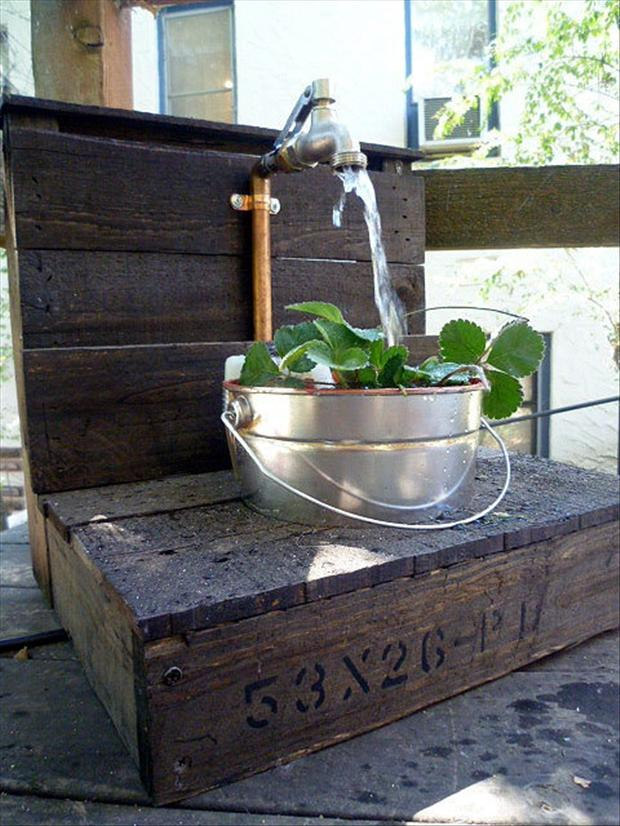 garden desk from old pallets
