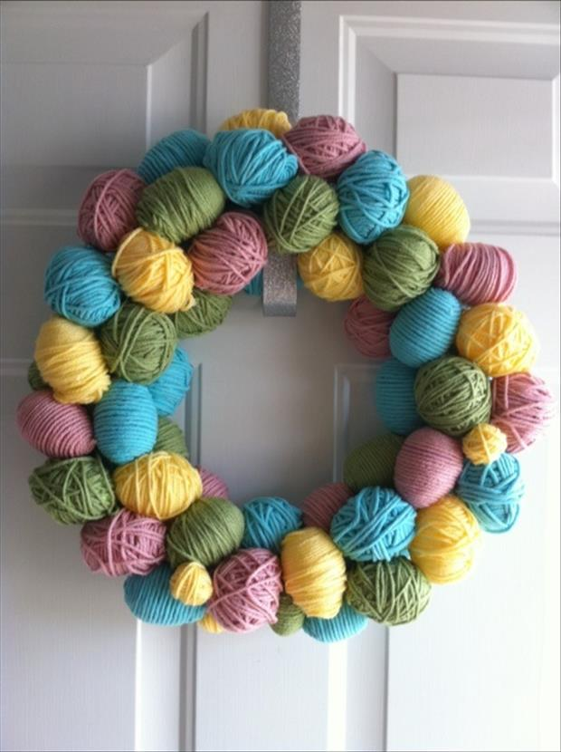 Easy Easter DIY Crafts- Easter Egg Wreath