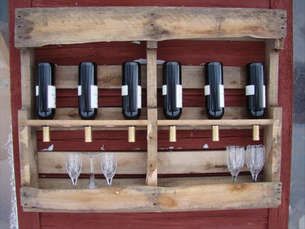 a wine bottle rack from used pallets