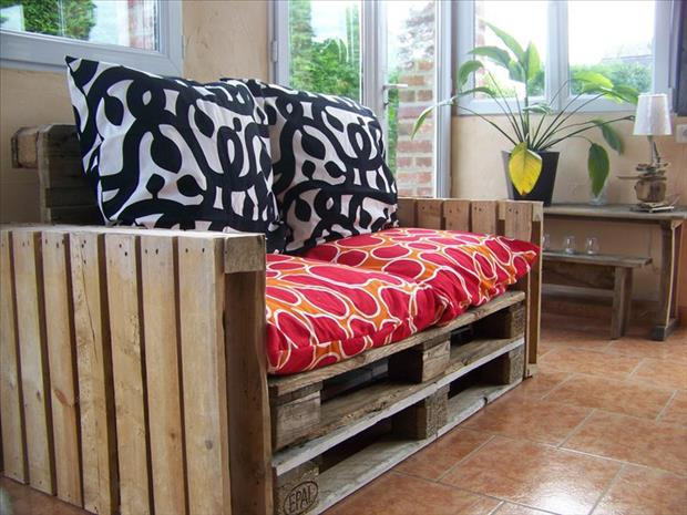 couch from used pallets