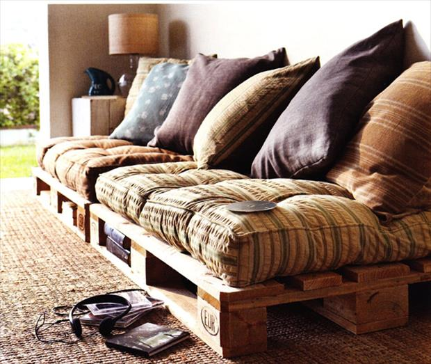 futon made from old pallets