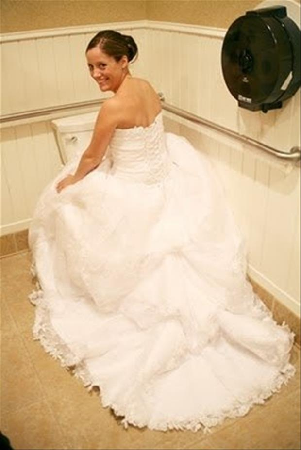 how to go to the bathroom in your wedding dress