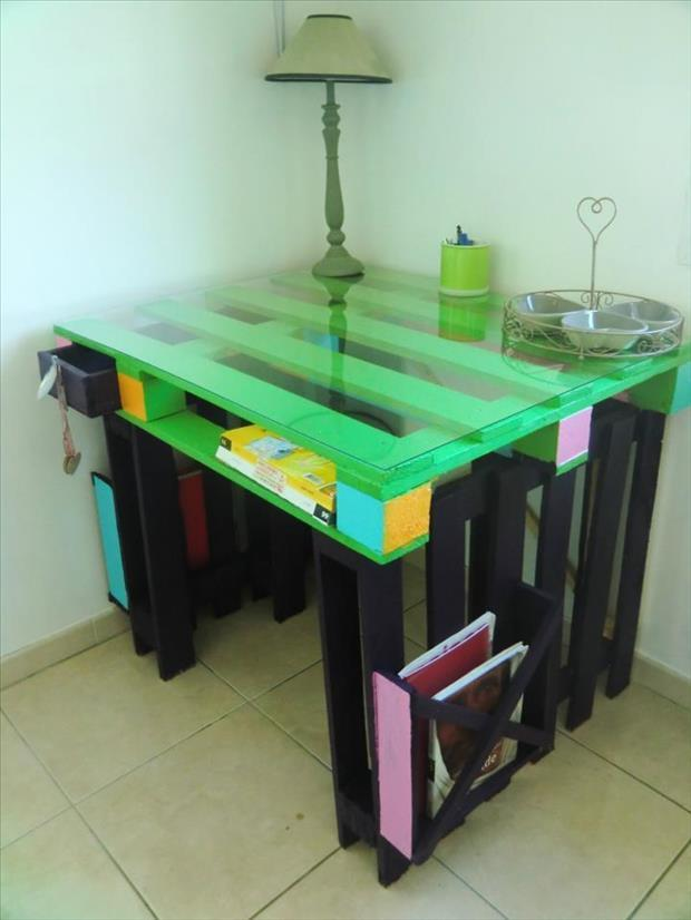 make a colorful desk out of old pallets