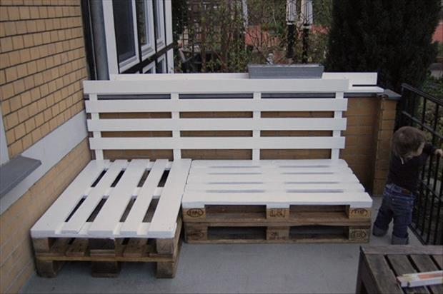 patio bench made from old pallets