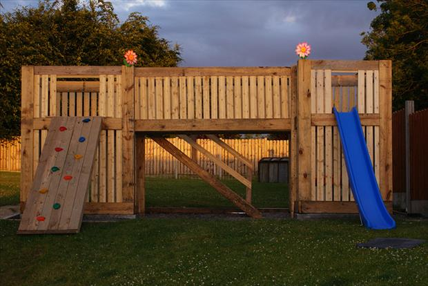 play area made from used pallets