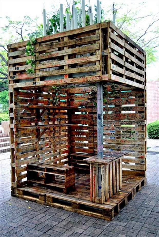 reuse old pallets, make a bar