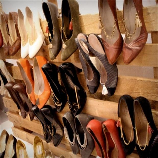 shoe rack made from old pallets