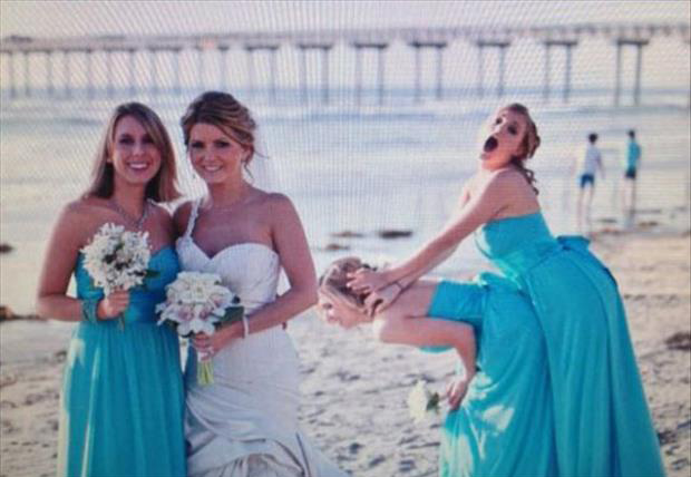 photobomb wedding pictures