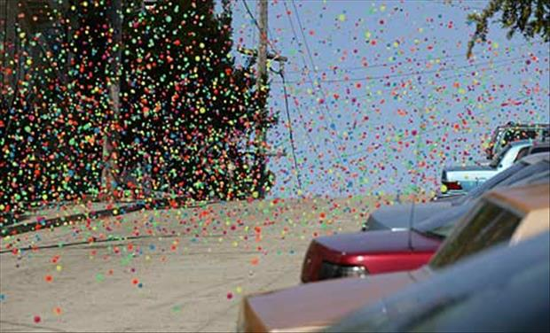 sony launches 250,000 bouncy balls (6)
