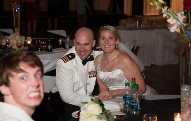 Funny Wedding Photobombs (14)