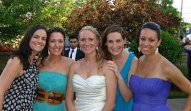 Funny Wedding Photobombs (15)