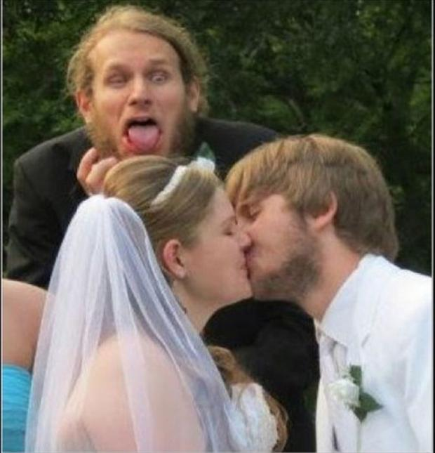 Funny Wedding Photobombs (16)