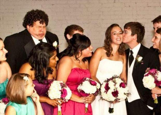 Funny Wedding Photobombs (18)