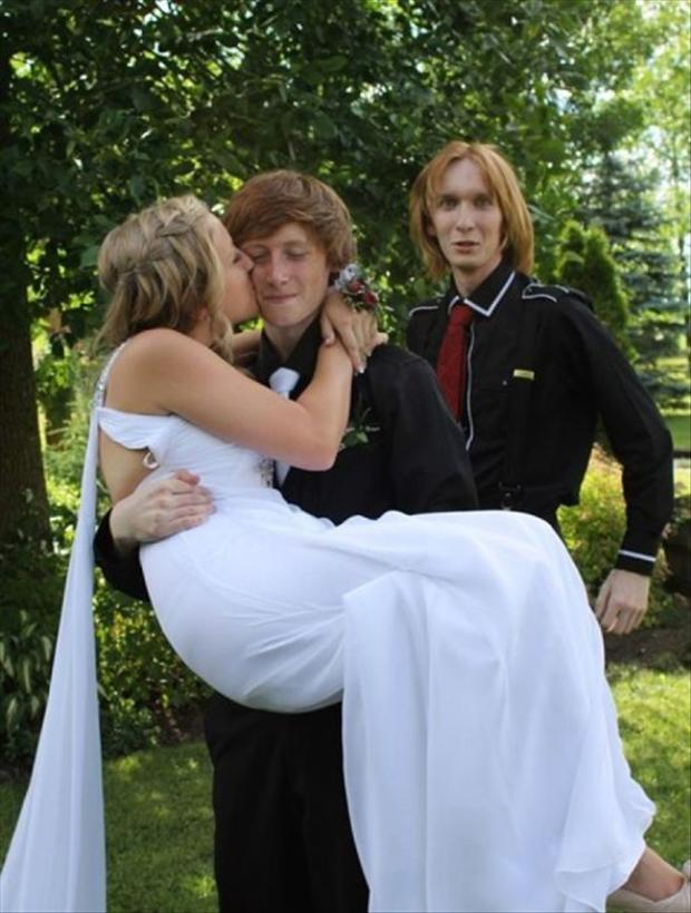 Funny Wedding Photobombs (19)