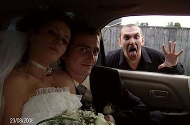 Funny Wedding Photobombs (2)