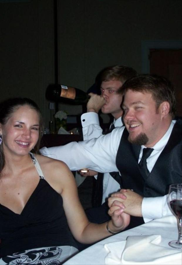 Funny Wedding Photobombs (23)