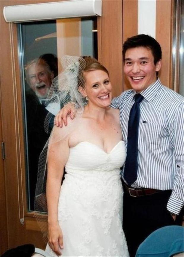 Funny Wedding Photobombs (24)