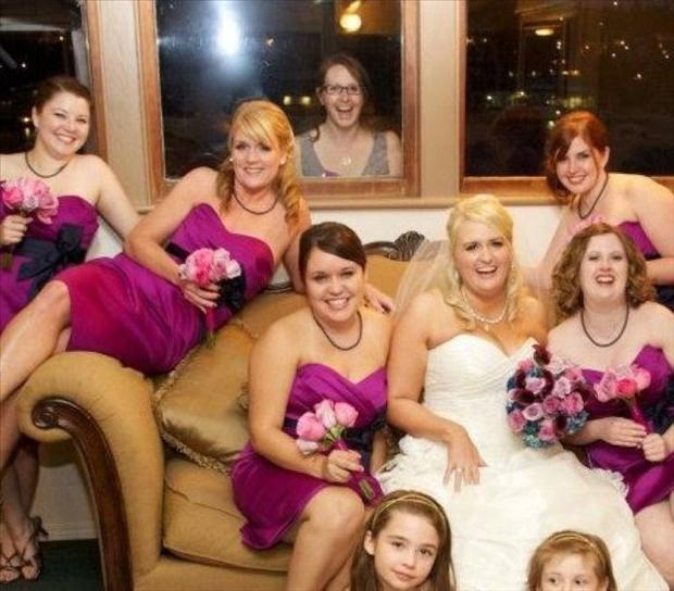 Funny Wedding Photobombs (25)