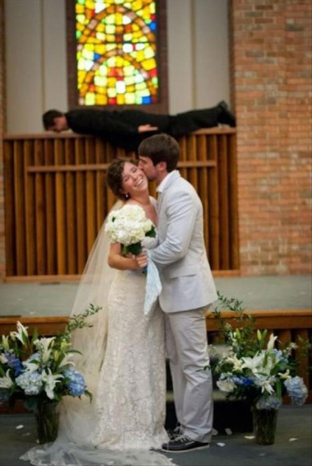 Funny Wedding Photobombs (26)