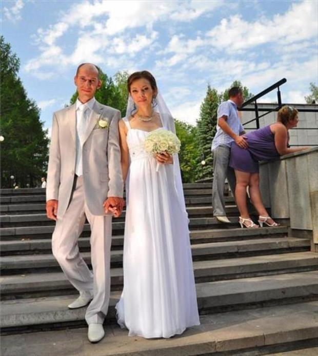 Funny Wedding Photobombs (27)