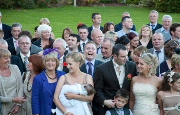Funny Wedding Photobombs (28)