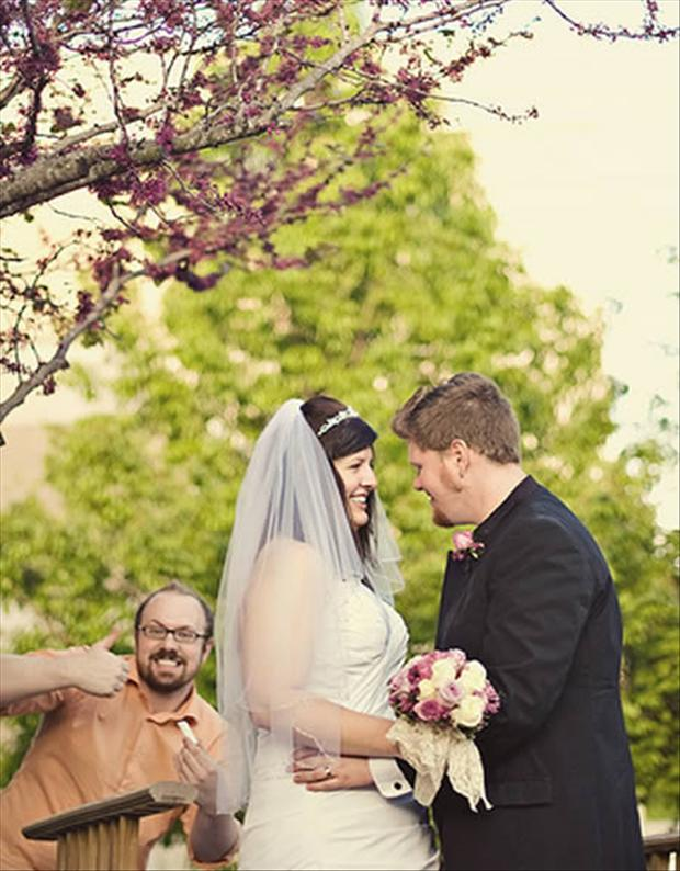 Funny Wedding Photobombs (3)