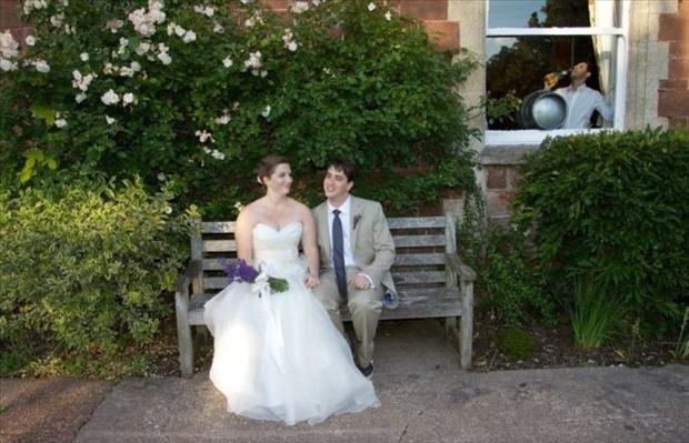 Funny Wedding Photobombs (32)