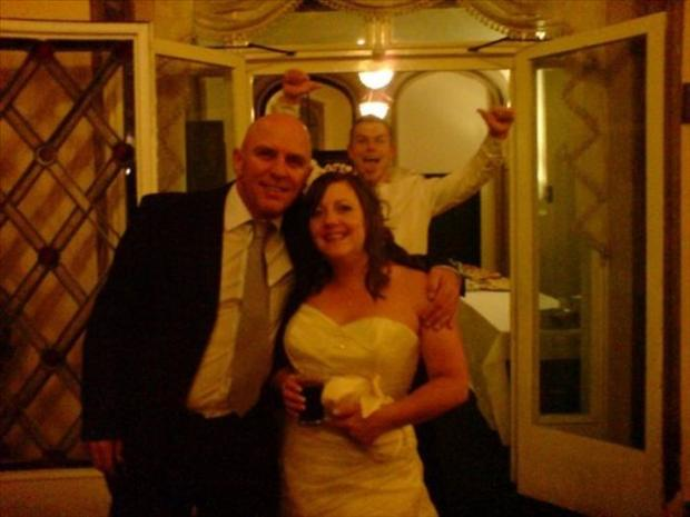 Funny Wedding Photobombs (33)