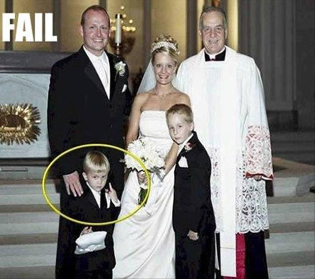 Funny Wedding Photobombs (6)