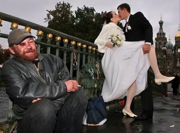 Funny Wedding Photobombs (7)