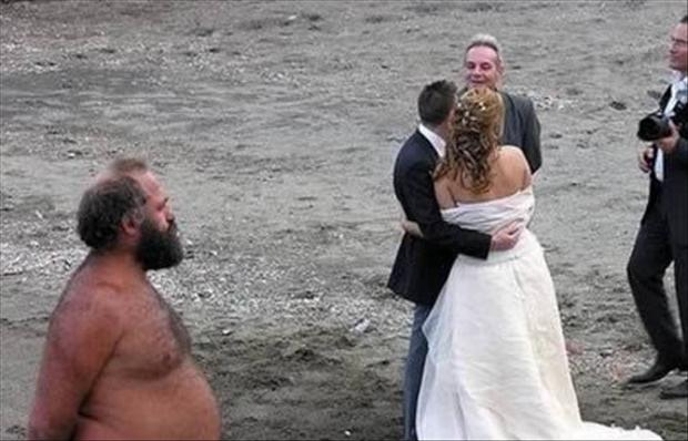 Funny Wedding Photobombs (9)