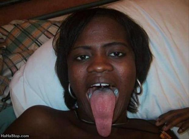 girls with long tongues (33)