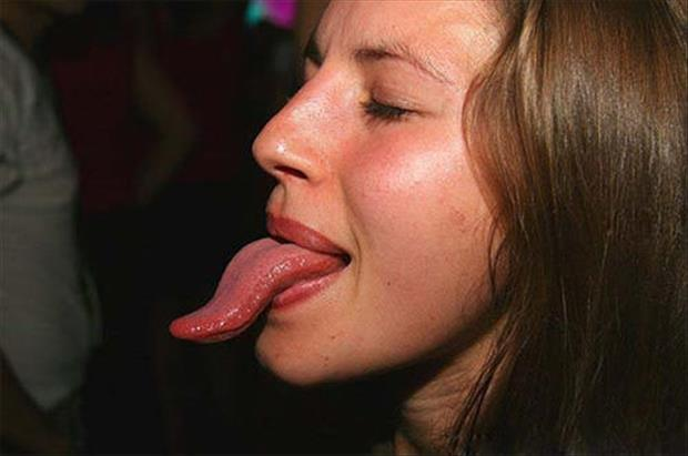 girls with long tongues (6)