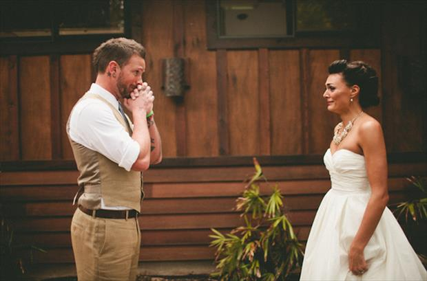 grooms blown away by how beautiful their brides are (2)