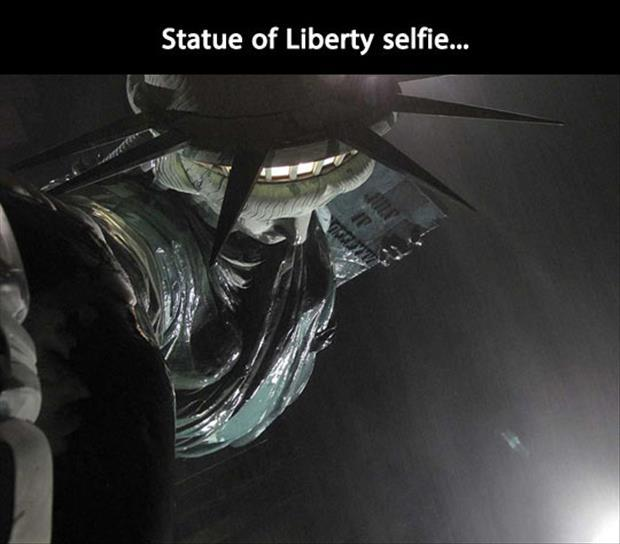 statue of liberty selfy