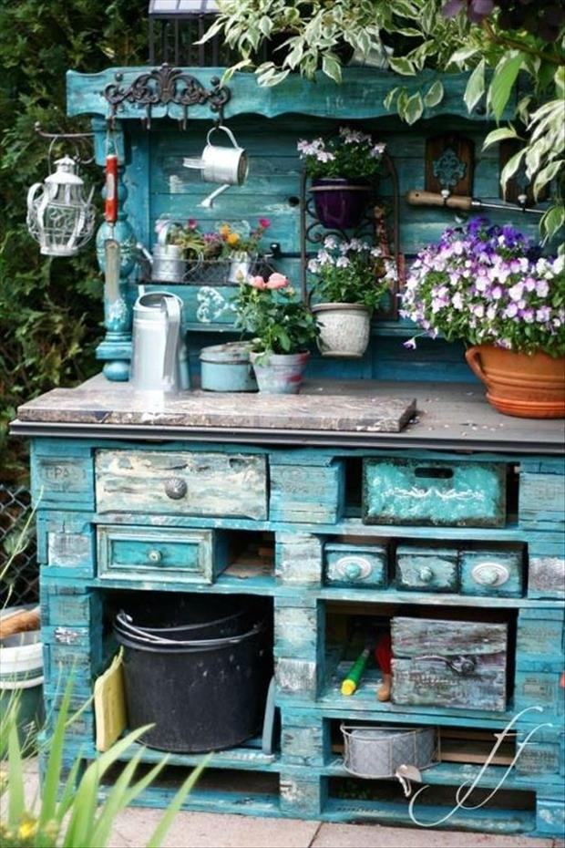 Amazing uses for old pallets 32 pics for Arredo giardino shabby chic